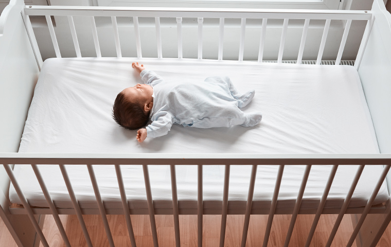 Learn do's and don'ts of how to put your baby safely to sleep.